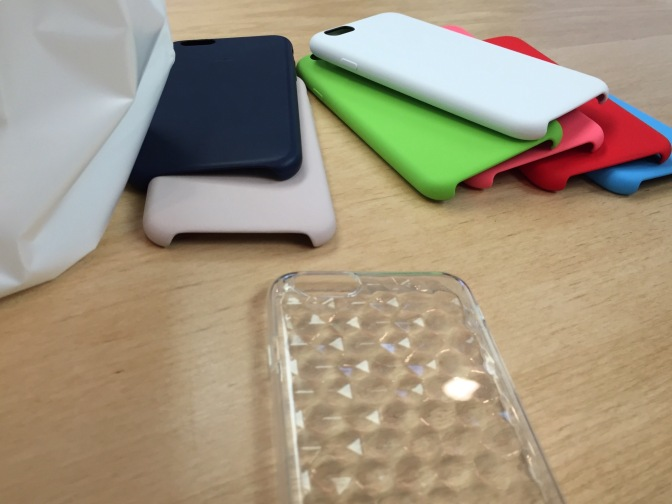 純正iPhoneケースを試着☆各色店頭比較写真アリ!! 【レビュー】【周辺機器】iPhone 6レザーケース/シリコンケース
